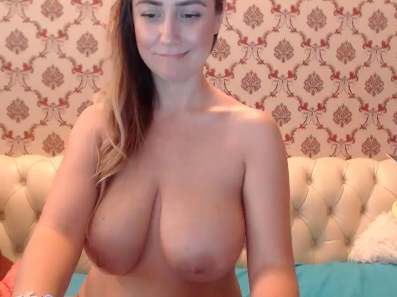 massive-boobs-ameteur-webcam flashes big boobs on cam