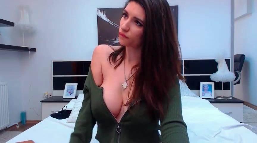 MisteryMila flashes big boobs on cam