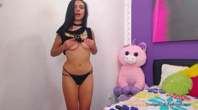 amynaxxx flashes big boobs on cam