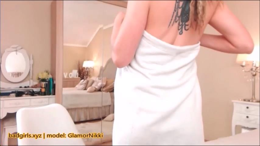 GlamorNikki flashes big boobs on cam