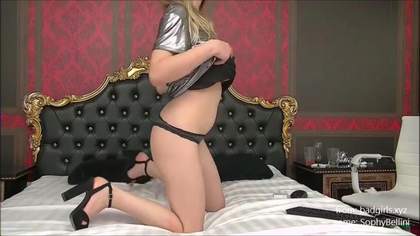 SophyBellini tits flash