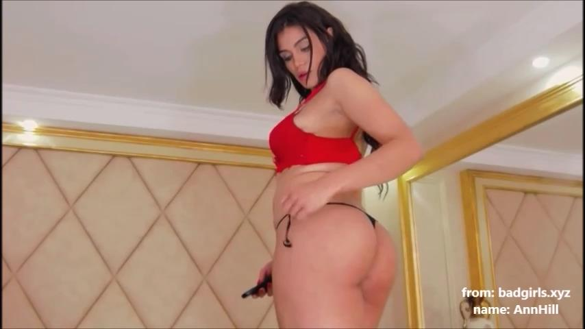 AnnHill flashes big boobs on cam